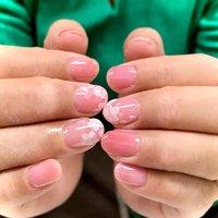 桜の季節ですね🌸 オフィスむけに少し大人しめデザインに🌸 #春 #オフィス #女子会 #シンプル #フラワー #シースルー #ショート #ホワイト #ピンク #シルバー #ジェル #お客様 #nails tiroir #ネイルブック