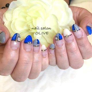 💅allデザインコース     #ブルー #ホワイト #グレー #ブロッキングネイル  #大人可愛い #入学式 #カッコ可愛いネイル  #フレンチ #ブルー系ネイル  #個性派ネイル  #キレイ系ネイル  #手描きネイル #オールシーズン #ハンド #変形フレンチ #ブロック #ホワイト #ブルー #グレー #ジェル #お客様 #nail salon OLIVE #ネイルブック