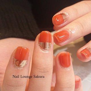 赤のようなオレンジ混じりのかわいい色💛 テラコッタカラーにシルバーの輝きは相性抜群でした✨ とてもキレイな色の組み合わせ✨  春夏におすすめしたいおしゃれネイルです✨✨  お越しいただきありがとうございました💓   2020年2月3月のマンスリーネイルは 3月末迄特別価格でご案内中です✨  📷マンスリーネイル デザインより ワンカラー+ミラーフレンチ ネイル💅  #春ネイル2020 #ワンカラーネイル #ミラーネイル #透明感ネイル #シンプルネイル #大人上品 #春夏ネイル #オシャレネイル #大人ネイル #シースルーネイル #ニュアンスネイル #テラコッタネイル #赤ネイル #埼玉県ネイルサロン #川越ネイル #プライベートネイルサロン #春 #夏 #オールシーズン #海 #ハンド #シンプル #ワンカラー #ミディアム #レッド #オレンジ #メタリック #ジェル #お客様 #nail_lounge_sakura #ネイルブック
