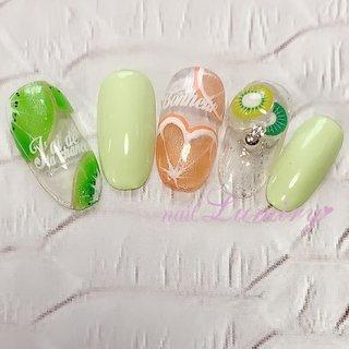 キウイとハート形オレンジのフルーツネイル💅 薬指のパーツは手作りです❤️手作りパーツをご利用の方はご予約時にお伝え下さい。  ご予約はネイルブックからお願い致します↓ https://nailbook.jp/nail-salon/23382/reservation/  #ジェルネイル #ネイルサロン #ネイリスト #pregel #プリジェル #果物ネイル #nails #fruitnails #1日ネイル #シャイニージェル #flowernails #フルーツネイル #初回割引 #春ネイル #おとなネイル #キウイネイル #ハートネイル #pregelmuse #デザインネイル #美人ネイル #オレンジネイル #お洒落ネイル #東京都北区 #ネイルブック #王子神谷 #nailbook #40代からのネイル #ジェルネイルデビュー #s/snails #シンプルネイル #春 #夏 #デート #女子会 #ハンド #ラメ #イニシャル #3D #フルーツ #ホワイト #オレンジ #グリーン #ジェル #ネイルチップ #lumiry #ネイルブック