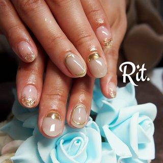 #ミラー #シアーカラー #シアーグレージュ #かこみネイル #シェル #ラメ はだ馴染みのよいグレージュにシアー感をたっぷり加え透き通る美しいカラーにはゴールドのミラーや囲みで印象的に✨宝石のように輝くラメがティップを飾ってくれる✨ #春 #旅行 #パーティー #女子会 #ハンド #シンプル #ラメ #シェル #ミラー #ショート #ホワイト #グレージュ #ゴールド #ジェル #お客様 #seikoortega #ネイルブック