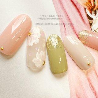 #春 #ハンド #シンプル #ビジュー #フラワー #ミディアム #ホワイト #ピンク #グリーン #ジェル #ネイルチップ #Twinkle Star Akiko #ネイルブック
