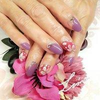 サクラ🌸ネイル  大人っぽい色合い。  和服にも合いそうですね!  変形フレンチは、桜の花ぴらを思わせるような 形にしてみました(^-^) 美爪に映えるデザインです。  #サクラネイル #桜#さくらネイル#紫色#シアーレッド#変形フレンチ#お花アート#フラワーアートネイル #美爪#ネイルケア#ハンドパック#霧島市国分#トータルビューティーサロンLima#ネイルサロンLima #ホットペッパービューティー #hpb_nail #春 #卒業式 #入学式 #女子会 #ハンド #変形フレンチ #ラメ #ビジュー #フラワー #ミディアム #レッド #パープル #ジェル #お客様 #miho #ネイルブック