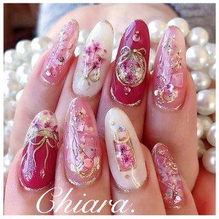 *   pinknails 💍♡   pink. ゴージャス リクエストの完全お任せdesign ☺︎💋♥︎         Instagram → yochan4.nail #春 #夏 #オールシーズン #リゾート #フラワー #シェル #シースルー #押し花 #リボン #ピンク #レッド #YokoShikata♡キアラ #ネイルブック