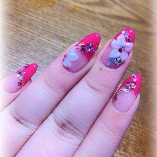 成人式ネイル♡  お花柄可愛い😆 ピンクのフレンチ最高!!!!!  #ピンクネイル #フレンチネイル #おはなネイル  #成人式ネイル #ぴか♡ #ネイルブック
