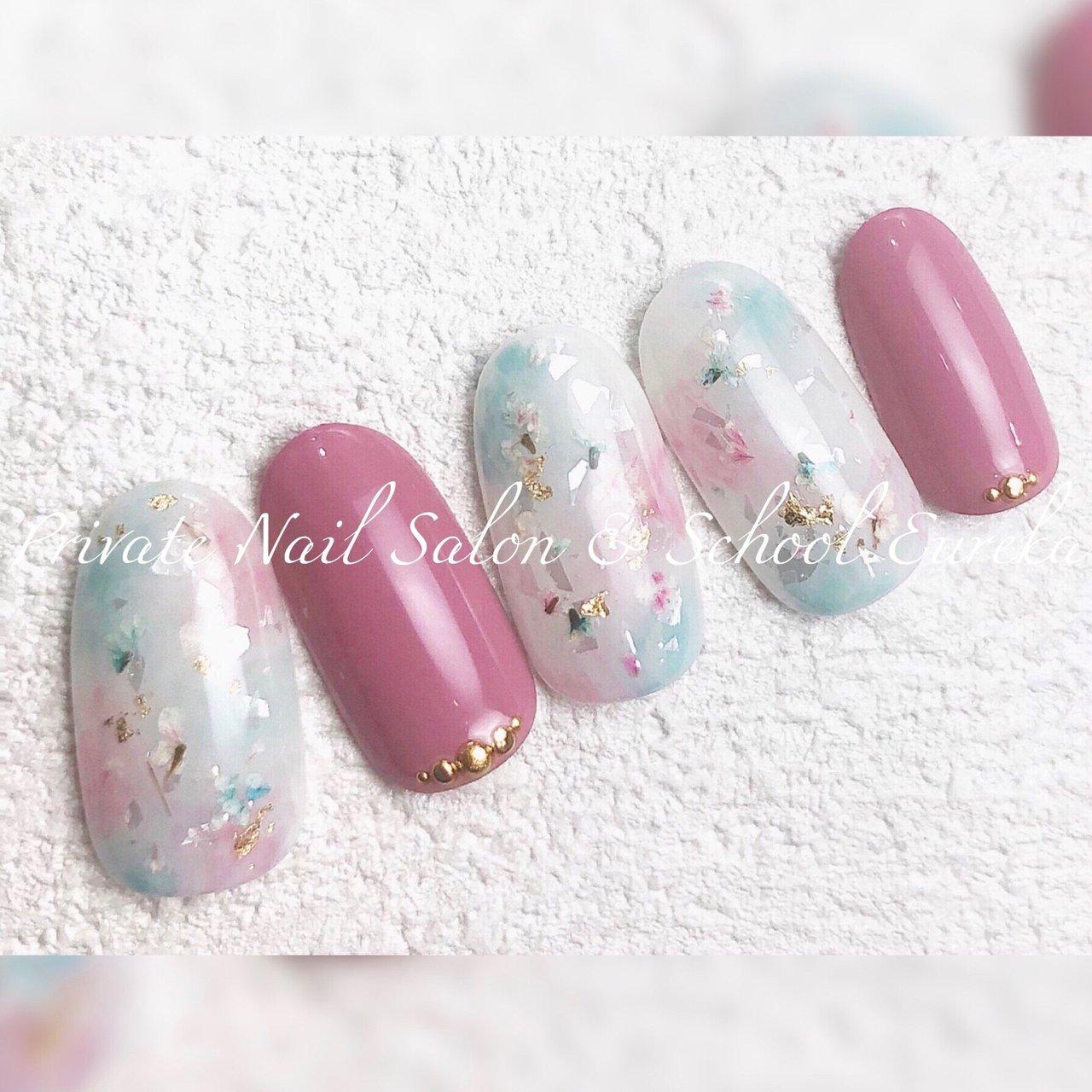 桜のイメージで🌸✨  花びらがふんわり、ひらひら🌸🌸 こだわりの押し花を使用しています🥰  お色の変更やアートの追加も可能です🌟  やりたいデザインが決まっていなくても大丈夫🙆♀️ ふわっと、やんわり(笑)、伝えてください💡  【Eureka/ユーレカ】では 丁寧なカウンセリングでおひとりおひとり しっかりと希望を伺いながら お客様だけのデザインにお仕立てします🌹💕   ♡*・゜゚・*:.。..。.:*・'♡☺︎♡'・*:.。. .。.:*・゜゚・*♡ 💍eurekanailサロン&スクール 池袋西武東口より徒歩5分  健康な爪を育み 爪を傷めない #ジェルネイル  #フィルイン推奨サロン ✨  💅ネイルブックで即時予約OK ♡*・゜゚・*:.。..。.:*・'♡☺︎♡'・*:.。. .。.:*・゜゚・*♡  #KOKOIST  #ココイスト  #fillin  #フィルイン  #フィルイン推奨サロン  #maogel導入サロン池袋  #ココイストディプロマセミナー #ココイストマスターエデュケーター  #ネイル  #大人上品ネイル  #大人のネイルサロン  #池袋ネイルサロン  #目白ネイルサロン  #雑司が谷ネイルサロン  #池袋ネイルスクール  #プライベートネイルサロンユーレカ #privatenailsaloneureka  #nailbook  #ネイルブック  #春  #春ネイル  #春ネイル2020  #押し花  #押し花ネイル  #ドライフラワー  #桜  #桜ネイル  #さくら  #さくらネイル  #ピンク  #大人可愛い  #大人上品ネイル #春 #卒業式 #入学式 #デート #ハンド #ワンカラー #タイダイ #押し花 #ミディアム #ホワイト #ピンク #パステル #ジェル #ネイルチップ #Seiko Furuya #ネイルブック