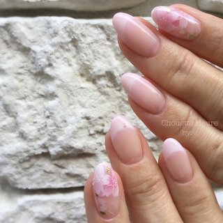 . ネイリストのお客様. なぜか初めて会った気がしなくて フランクにお話しさせて頂きました. . たまにそういう方っていらっしゃいますよね. 初めてなのに知ってたような感覚. 前前前世ですかねw. . 桜のアートご希望と言うことでしたので、全体的に薄く儚い桜の花をイメージした色合いでさせて頂きました♪ . . .  #ネイルデザイン  #パパネイリスト #メンズネイリスト #茨木市ネイルサロン  #発明に憧れるネイリスト #桜ネイル #グラデーションネイル #エアブラシ  #美甲 #香港美甲 #젤네일 #日式美甲 #Chouette Heure☆ S.豊島 #ネイルブック
