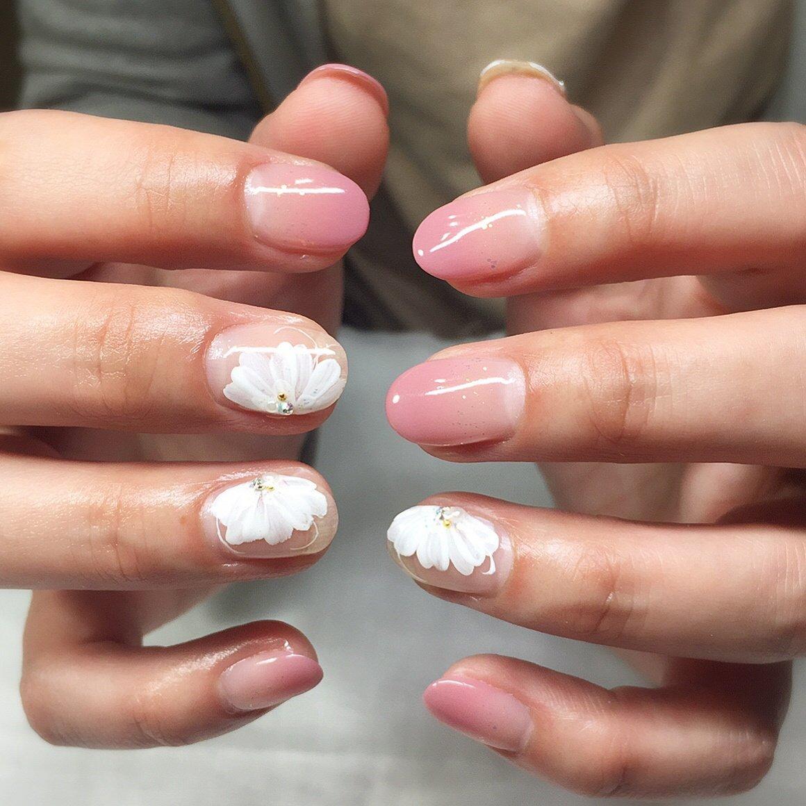 #ハンド #グラデーション #フラワー #ホワイト #ピンク #ジェル #お客様 #宮川麗 #ネイルブック