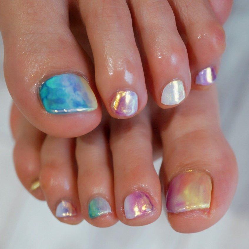 #ミラーネイル#レインボー#フットネイル #ange nail salon #ネイルブック