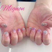 ラメグラデーション💅🏻 一色追加しました✨ 色を2色混ぜて使用しもして、とても可愛い仕上がりでした💕 #オールシーズン #ハンド #グラデーション #ラメ #ピンク #シルバー #ジェル #Mignon #ネイルブック