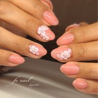 ☆コーラルピンク☆ エンボスフラワーを。 春らしいカラーでガーリーに。 #春 #入学式 #デート #女子会 #ハンド #ワンカラー #フラワー #ショート #ピンク #オレンジ #ジェル #お客様 #fenail #ネイルブック