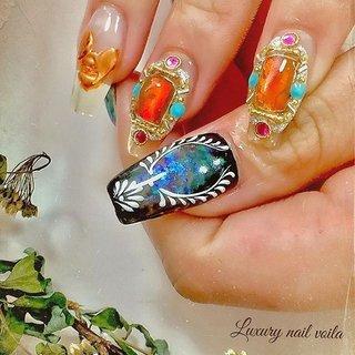 ". . ""Juwerly inspired..."" . . クリアフレンチベースにアシンメトリーデザインをしたよ💕💕 . ほんとにめちゃくちゃ可愛かったあ😘💕💕 . 完全お任せしてくれるから、作りながらバランス見ながらデザインしていって、仕上がったら、素晴らしい作品になって、お客様と一緒に喜ぶ瞬間が、たまらなく幸せ💕💕 . . #luxurynailvoila  #makihorita  #nailsalon  #japannails  #tokyo #koiwa #nails  #naildesign  #nailart  #sculpturenails  #clearnails  #clearsculpturenails  #juwerlynails  #bijounails  #handdrawing  #jelnail  #nailstagram  #nailporn  #fashion  #beautiful  #design  #art  #小岩ネイル  #ラグジュアリーネイルヴォアラ #小岩ネイルサロン  #江戸川区ネイルサロン #手描きネイル  #ジュエリーアート  #クリアネイル  #春ネイル #Nailist maki #ネイルブック"
