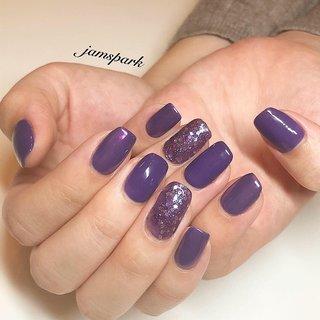 パープルのワンカラーとラメネイル💜 マニキュアです✨  #💅#nails#naildesign#nailart #polishart #manicure#nuancenail#purplenails#violetnails#partynail #nailcolor#ネイルデザイン#紫ネイル#パープルネイル #マニキュアネイル#ポリッシュ#ネイルカラー#ビビットネイル#パーティネイル#おしゃれネイル#大人ネイル#湘南ネイル #藤沢ネイル #江ノ島ネイル #オーダーメイドネイル #englishoksalon #オールシーズン #ライブ #ハロウィン #パーティー #ハンド #シンプル #ホログラム #ラメ #ワンカラー #ミディアム #パープル #シルバー #メタリック #マニキュア #お客様 #jamspark #ネイルブック