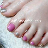 甘皮を切らない自爪育成ネイルケア®︎ フットネイル ポリッシュ仕上げ✨ . ピンクとシルバーの組み合わせです。 . . ※当店の自爪育成ネイルケア®とは 甘皮は切らず、甘皮と爪の間から 伸びている角質(ルースキューティクル)を 定期的に取り除き、良質なオイルを塗布することで 爪の育成を促進させます。  #nail #nails #nailart #polish #carecollar #shortnail #nailcaresalonLapis #ufv #ネイル #爪健美道 #美しい爪 #健康な爪 #マニキュア #ポリッシュ #『爪健美道®︎』#テラヘルツ波 #オフィスネイル #自爪育成ネイルケア®︎協会 #自爪育成ネイルケア®︎士 #ショートネイル #ケアカラー #海老名市河原口ネイルサロンLapis #海老名市河原口プライベートネイルサロンLapis #ウォーターケア #小田急線厚木駅徒歩7分 #JR相模線厚木駅徒歩7分 #魔法の靴下 #エアライズ取り扱いサロン #ufv正規取扱店 #整形リップ #オールシーズン #パーティー #デート #女子会 #フット #シンプル #ラメ #ワンカラー #ショート #ピンク #シルバー #マニキュア #お客様 #mina37lapis #ネイルブック