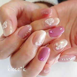 #春ネイル (*˙︶˙*)❀ #3Dフラワー  色々なキラキラ✨✨✨ なのに 優しくふんわり  #vetro 345 グリッター 人気です😊  #flowersnails #cutenails #nail #nails #nailsalon #instanails #nailswag #nailstagram #nailart #naildesign #gelnails #manicurist #ネイル #ネイルデザイン #大人ネイル #ジェルネイル #ネイルサロン #八潮市 #八潮ネイル #八潮ネイルサロン #北千住ネイルサロン #足立区ネイルサロン #六町ネイル #三郷ネイル #草加ネイル #自宅サロン #kicco_k #春 #オールシーズン #入学式 #デート #ハンド #ワンカラー #ビジュー #ツイード #ミディアム #ホワイト #ピンク #ジェル #お客様 #kicco_k.nail #ネイルブック