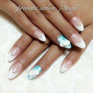 ホワイト フレンチにあえて一本だけ Tiffany カラーをつかって3Dでリボン 可愛さの中にカッコよさを 混ぜてみました。 #オールシーズン #ハンド #フレンチ #3D #ホワイト #水色 #73nail #ネイルブック