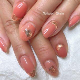 こちらのお色とデザイン人気です! #春 #ハンド #シンプル #ラメ #シェル #ミディアム #レッド #オレンジ #アースカラー #ジェル #お客様 #nailsalon_sirene #ネイルブック