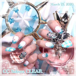 4月1日にお誕生日のカードキャプターさくらの桜ちゃんをイメージしたネイル。 クリアカード編のOPの衣装イメージでキラキラさせつつ、桜を配していただきました。  #カードキャプターさくらネイル #カードキャプターさくら #ラメ #さくらネイル #アーガイル #春 #ハンド #グラデーション #ラメ #ビジュー #痛ネイル #ミディアム #ホワイト #ターコイズ #水色 #ジェル #Mai Kuroda #ネイルブック