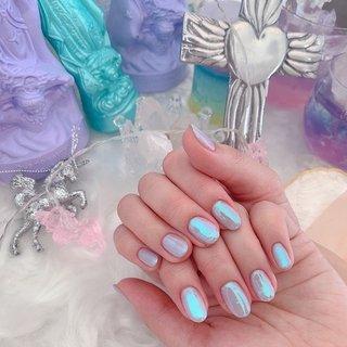 最近個人的に水色ブームなのでカラーで悩んでるお客様たちにめっちゃ進めてしまうデザイン笑 くすみブルーや、パープル寄りのブルーだったりただの水色では無い感じがミソ🦋 そこにオーロラミラー加工で一気に可愛くなります♡ #LEPOKO#水色#水色ネイル#オーロラ#ミラー #オールシーズン #入学式 #旅行 #梅雨 #ハンド #シンプル #ワンカラー #オーロラ #ミラー #ショート #水色 #ブルー #パープル #ジェル #お客様 #LEPOKO #ネイルブック