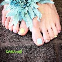 ポリッシュで★春らしいマルチカラーペディ。 春らしいパステルカラー4色とシルバーの5色で塗り分けました。 ポリッシュ仕上げなので、フットケアやペディキュア(甘皮処理)ができているので、ご自分で塗り替えも簡単にできます。フットケアでサンダルから見える足もツルツルです。(ポリッシュ仕上げ、フットケア込)  #Dananail #横浜ネイルサロン #日ノ出町ネイルサロン #桜木町ネイルサロン #パラジェル #パラジェル登録サロン横浜 #パラジェルフィルイン #フィルイン #ネイルケア #美爪育成 #30代ネイル #40代ネイル #50代ネイル #フットケア #フットケアサロン横浜 #大人可愛いネイル #色違いネイル #ポリッシュペディ #ポリッシュネイル #フットネイル #春 #リゾート #浴衣 #フット #ワンカラー #パステル #ペディキュア #お客様 #藤原 美奈 #ネイルブック