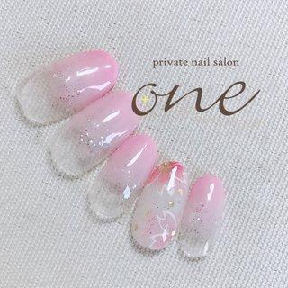 お手元に咲いた桜で少しでも気分が上がりますように🌸 #春 #グラデーション #ラメ #フラワー #ピンク #ジェル #private nail salon one #ネイルブック