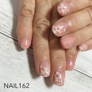 お店は閉店しておりますが、画像はアップしていきますね。 桜はもう終わりに近いですが、本来なら今。 お持ち込み桜のデザインを描きました。 桜っぽさ、桜ニュアンスも多い中、しっかり桜もかわいい!と思いました。なにより描いていてテンションが上がります。 お引越しでお越しくださってからというもの、月一しっかりと通って頂きありがとうございました😊  #nail #nailart #nailstagram #ジェルネイル #ハンドジェル #春ネイル 桜ネイル #手描きアート #フラワーアート #フラワーネイル #ショートネイル #成増 #成増ネイル #成増ネイルサロン #板橋 #板橋ネイル #練馬ネイル #赤塚 #光が丘 #高島平 #志木ネイル #東上線ネイル  #家で子供達と料理したり #漫画読んだり #ドラマ観たり #材料器具類の整頓したり #サンプル作ったり #ネットでアホみたいに買い物したり #太ってみたり #太ってみたり涙 #春 #オールシーズン #ハンド #シンプル #フラワー #ショート #ピンク #ジェル #お客様 #NAILS 162 #ネイルブック