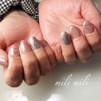 . グレージュ×シルバーにハート♡ シンプルで可愛い仕上がり☺︎ .  #nails#springnails#onecolornails#simplenails#officenails#officenails#naturalnails#graynails#silvernails#glitternails#heartnails#ネイル#大人ネイル#大人可愛いネイル#上品ネイル#可愛いネイル#春ネイル#オフィスネイル#ワンカラーネイル#グレージュネイル#シルバーネイル#グリッターネイル#ハートネイル#鹿児島#鹿屋#都城#日南#串間#志布志#志布志ネイル#志布志milimili #オールシーズン #オフィス #ハンド #シンプル #ラメ #ワンカラー #ハート #ショート #グレージュ #シルバー #ジェル #milimili #ネイルブック