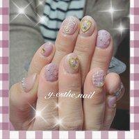 春色大人かわいいデザイン💕 お客さまの指さきを華やかに… ふんわりピンク系の色あいがかわいいデザイン✨  #キルティングネイル #ツイードネイル #春#ピンク #春 #夏 #ハンド #yamamotoさんちのエステ #ネイルブック