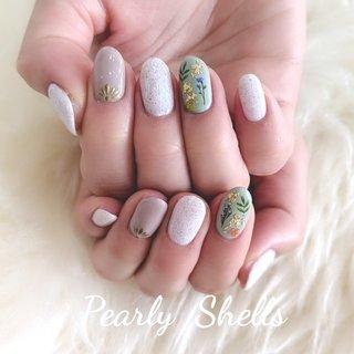 フラワーデザインはマットコートに☆ #くすみカラー  #サンドネイル  #フラワーネイル  #春ネイル #ハンド #pearly.shell.s #ネイルブック