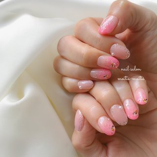 🌸 . Always keep sunshine in your nails. . コロナの不安もありますが、こんな時こそ「いつも心に太陽を」改め「いつも爪に太陽を」🌅 お爪に明るい色をとオーダー頂き、華やかピンクとラメのフラワーネイルに♡ Y様、いつもありがとうございます♡ . ✂︎ ---------------------------------------- ◆nail salon moitie-moitie◆ 地下鉄深江橋徒歩4分! ご予約は💌nailsalon.moitie2@gmail.com またはDMへ👭 ------------------------------------------- #pinkspring  #大人可愛いネイル #ピンクグラデーションネイル  #春色ネイル #たらし込みフラワー  #春ネイル2020 #可愛いネイル #デートネイル #コロナに負けない  #桜ネイル🌸  #大阪ネイルサロン #springnails🌸  #ドルクスジェル  #モアティエモアティエ #深江橋ネイルサロン  #城東区ネイルサロン #大人ネイルデザイン  #東成区ネイルサロン #doruxgel #春ファッション #フラワーネイルアート #핑크네일아트  #スプリングネイル2020  #セルフネイル #オフィスネイルデザイン #つめあそびコース #春 #パーティー #デート #女子会 #グラデーション #ラメ #ビジュー #フラワー #たらしこみ #ベージュ #ピンク #グレージュ #nailsalon.moitie-moitie #ネイルブック