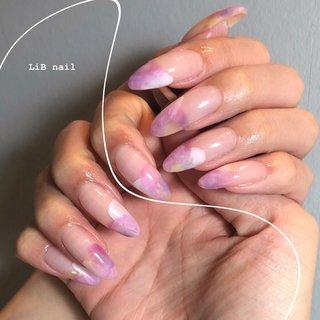 𓍯 pink flower nail . 春のお花のようなカラーでMIX🌷 パープル&ピンクの組み合わせがよく出る💖💜💖 . . . 𓂃share salon LiB𓂃 個室のプライベート空間✨ nail & eyelash & hairトータルビューティーがひとつで叶います✨ . . 〒959-0221 新潟県燕市吉田西太田787-11 Tel:0256-78-7408 . #share_salon_lib  #sharesalonlib #niigata #tsubame #gelnail #nail #nails #nailart #nailsalon #handpainted #unghiegel #onicotecnica #manicurist #маникюрша #新潟ネイルサロン #新潟 #燕市 #プライベートサロン #個室サロン #時短ネイル #ネイリスト #ネイル好きな人と繋がりたい #写真好きな人と繋がりたい #手描きアート#ネイルアート #アート #ジェルネイル #フラワーネイル #春ネイル #お花ネイル #春 #入学式 #ハンド #グラデーション #タイダイ #ロング #ピンク #イエロー #パープル #ジェル #お客様 #yukari okonogi #ネイルブック
