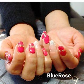 4月ネイル🌸  鮮やかなローズピンクcolorにホイルとストーンでキラキラネイル✨ 元気up⤴️⤴️指先が映えてとても可愛いです⤴️⤴️  #可愛いネイル#キラキラネイル#元気が出るネイル#春ネイル#ピンクネイル#ラメネイル#女の子ネイル# #春 #ハンド #ラメ #ワンカラー #ミディアム #ピンク #レッド #ジェル #お客様 #bluerose410 #ネイルブック