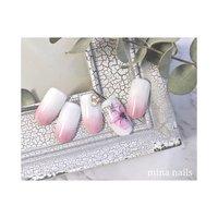 𑁍 スタイリッシュなお花と 花びらのようなグラデーション  ブルーやグリーンでもかわいくなりそうです(^^) #春 #オフィス #パーティー #デート #ハンド #グラデーション #フラワー #ホワイト #ピンク #ジェル #ネイルチップ #mina nails #ネイルブック