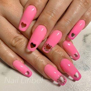 アプレワンカラーコース✨ #ピンク の#カメレオン で💓✨ 1枚目は暖かい時のカラー 2枚目は寒い時のカラー 可愛いらしいポップなピンクカラーから ちょっと大人めなバービーピンクに💓✨ 両手薬指には極小スワロフスキーでハートを囲みました✨  #ハートパンチネイル のチップは日本未入荷のレアなものです^^* 詳細はメニューご覧ください✨  常連様いつもありがとうございます💓✨ ピンクがとても似合ってます^^*✨  いつでも綺麗と言われる手に✨ 指先から綺麗と自信を✨ Nail Liribel꙳★*゚  火曜定休、不定休 AM10時~PM18時  メニュー一部抜粋 ワンカラー¥4500 グラデーション¥4800 ラメグラデーション¥5500   #アプレができるサロン #アプレ #ハートくりぬき  #ハートパンチ #セレブ #トレンドネイル #ピンクネイル  #美フォルム #カメレオンジェル #春ネイル2020  #春ネイル2020 #春ネイル #春ピンク  #札幌市東区ネイルサロン #札幌市東区自宅サロン #札幌市東区ネイル #札幌市東区 #札幌東区ネイルサロン  #札幌ネイル #春 #オールシーズン #ワンカラー #ビジュー #ハート #くりぬき #パステル #ネオンカラー #ビビッド #ジェル #お客様 #Nail Liribel(ネイルリリベル) #ネイルブック