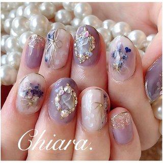 *   purplenails💍♡   左手の人差し指に 隠れ花びらハートがありますよ ♪ ♥︎        Instagram → yochan4.nail #春 #夏 #オールシーズン #梅雨 #フラワー #シースルー #押し花 #リボン #パープル #YokoShikata♡キアラ #ネイルブック