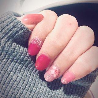 3月のセルフ桜ネイル 京都旅行に合わせてネイルしました 薬指の桜はネイルシールに頼りました💦 #サクラネイル #春ネイル2020 #春 #ハンド #シンプル #グラデーション #ラメ #ショート #ピンク #レッド #ジェル #セルフネイル #WA #ネイルブック