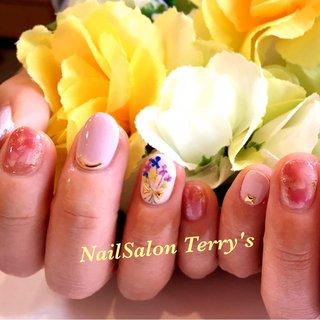 押し花とふんわりマーブル #春 #入学式 #オフィス #ハンド #フラワー #タイダイ #大理石 #押し花 #ショート #ベージュ #ピンク #ジェル #お客様 #Terry's #ネイルブック