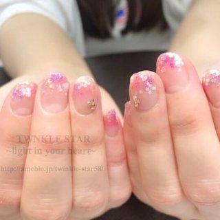 #オールシーズン #オフィス #デート #女子会 #ハンド #グラデーション #ラメ #ミディアム #ホワイト #ピンク #パープル #ジェル #お客様 #Twinkle Star Akiko #ネイルブック
