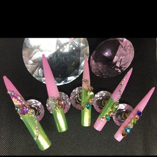 #鶯色 #ピーコック #ミラーネイル #桜ピンク #春 #オールシーズン #ハンド #変形フレンチ #ピーコック #ミラー #スーパーロング #ピンク #グリーン #シルバー #ジェル #ネイルチップ #lady soul's nails #ネイルブック
