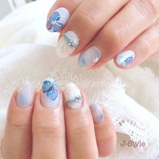 お客様ネイル♡ #岡本瑠美先生 プロデュースのハイドランジア♡ ブルー系のハイドランジアのサンプルを気に入ってくださり、とってもかわいい指先になりました(*´艸`) これから梅雨の季節にもオススメのデザインです(*´꒳`*)♬ リアルフラワーのように、葉脈がとっても繊細で綺麗です♡ ・ @rumi.okamoto ・ ・ ・ 🌸お爪を健康なままジェルネイルを楽しみたい方♬ 🌸ジェルアレルギーでジェルネイルを諦めている方。 お気軽にお問い合わせください(*´˘`*)♡ ・ ♦︎シャイニージェルパワーベースマイスター ♦︎ネイルパフェジェルアンバサダー ♦︎コアジェルパフォーマンスアーティスト ・ *:ஐ(●˘͈ ᵕ˘͈)人(˘͈ᵕ ˘͈●)ஐ:* ・ #nail #nails #nailstagram #ネイル #コロナが終わったらやりたいネイル 🌹#シャイニージェル #ella #ellabyshinygel #shinygel #パワーベースマイスター #パワーベース #弱酸性ジェル #爪に優しいジェル 🌹#ネイルパフェジェル 🌹#コアジェル 中心にジェルを取り揃えております⭐️ #ネイルサロン #自宅ネイルサロン#jstyle #市川 #松戸 #矢切 #北国分 #ネイリスト #箱山淳子 @nailsalon.j_style #nailbook 掲載店♥️ #cancam #キャンキャン 掲載店♥️ #nailmax #ネイルマックス 掲載店♥️ #春 #梅雨 #デート #女子会 #ハンド #ワンカラー #ラメ #ビジュー #フラワー #タイダイ #ショート #ホワイト #水色 #パープル #ジェル #お客様 #♡J-Style♡byJUNKO #ネイルブック