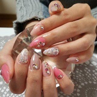#ピンク #ライトグレー #ホワイト #ベージュ #ラインストーン #シェル #ラメ #s23 #ネイルブック