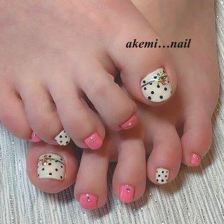 #ネイル#フット#春#夏#ドット#ピンク#ホワイト#ライン#ビジュー #春 #夏 #フット #ビジュー #ドット #ホワイト #ピンク #ジェル #お客様 #akemi_nail #ネイルブック