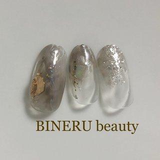どんなシーンにも合う大人ネイル✨ #ニュアンスネイル #大人ネイル #BINERU beauty #オールシーズン #ハンド #グレージュ #グレー #BINERU beauty #ネイルブック