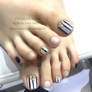 #オールシーズン #デート #女子会 #フット #ワンカラー #ストライプ #ミディアム #ホワイト #ベージュ #ネイビー #ジェル #お客様 #Twinkle Star Akiko #ネイルブック