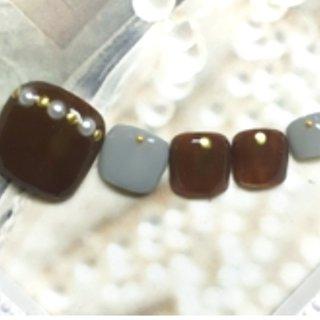 #冬 #オールシーズン #浴衣 #ハロウィン #フット #シンプル #ワンカラー #パール #ブラウン #グレー #モノトーン #ペディキュア #ネイルチップ #JEWEL SALON total beauty【旧jewel nail】 #ネイルブック