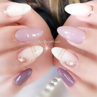 ふんわぁり♡春夏purple #春 #夏 #ブライダル #デート #ハンド #シンプル #ワンカラー #ビジュー #くりぬき #ロング #ホワイト #パープル #スモーキー #ジェル #お客様 #Vicu #ネイルブック