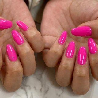 新色♡  とっても可愛いピンクが入荷しました♡ ワンカラーだけでもとっても可愛いです😍  担当 林 Oo #シンプルネイル#ワンカラーネイル#ピンクネイル#ビビットカラー#ショッキングピンクネイル#大人ネイル#nails#pinknails💅#gelnails#simplenails#横須賀ネイルサロンBraveryRose #オールシーズン #パーティー #デート #女子会 #ハンド #シンプル #ワンカラー #ミディアム #ピンク #ビビッド #ジェル #お客様 #Bravery Rose🌹 ブレイブリーローズ #ネイルブック