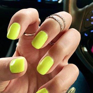 #ネオンカラー #ネオンイエロー #夏ネイル #夏 #ハンド #シンプル #ショート #ネオンカラー #ジェル #お客様 #nails_mimi #ネイルブック