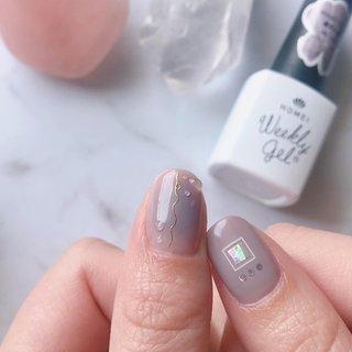 大好きなくすみカラーでチークネイル。ワイヤーシールを貼って梅雨っぽく水滴もつけました💧💓 #オールシーズン #梅雨 #水滴 #チーク #famail #ネイルブック