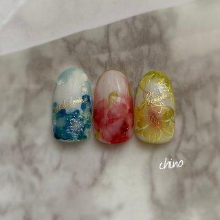 これからのシーズンにおすすめのデザインです(´˘`*) 紫陽花には水滴もプラスしました♪こちら2本アートコースでもご案内出来ます♪  #あじさいネイル  #インクネイル #フラワー #梅雨  #春日部 #梅雨 #ハンド #フラワー #ジェル #chino #ネイルブック